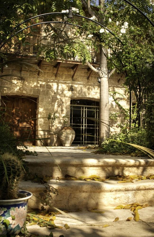 רחבת הכניסה – בית הכורכר בכפר שמריהו