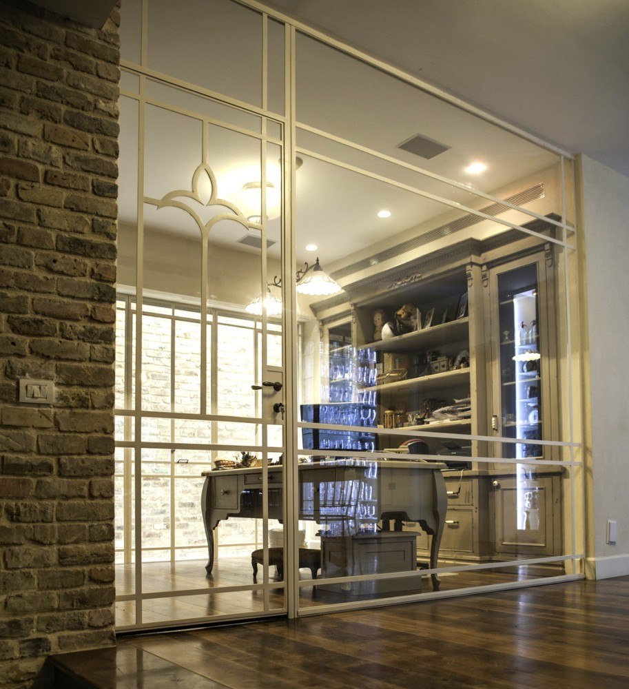 מחיצה מפרופיל בלגי יוצרת את חדר העבודה - בית אור