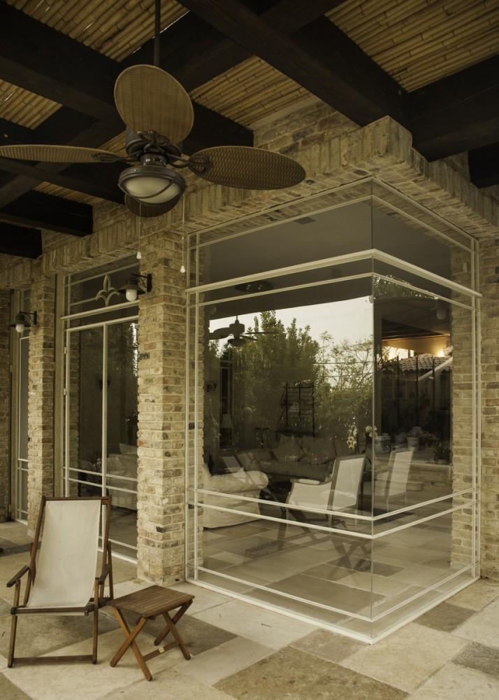 ויטרינה נקיה מפרופיל בלגי – פינת זכוכית בהדבקה - בית אור