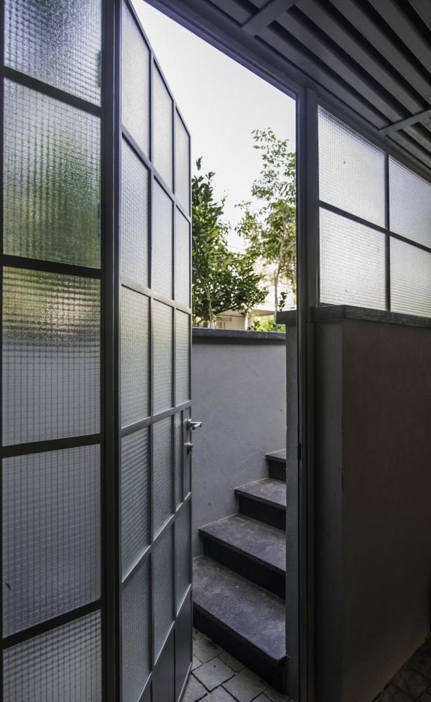 דלת פרופיל בלגי מברזל עם זכוכית רשת - ארטפרו בית בסביון