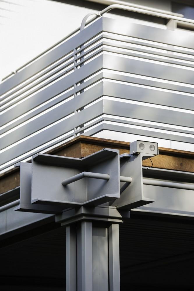 מעקה מפרופילי ברזל בעובי שונה - ארטפרו בית בסביון