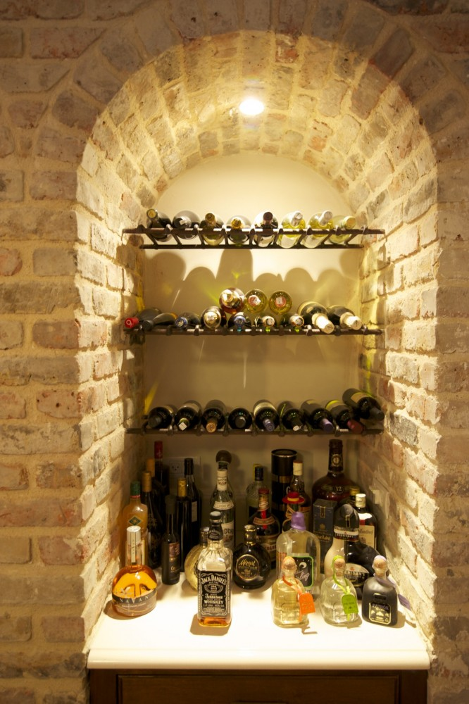 מדפים מנפחות לבקבוקי היין - בית אור