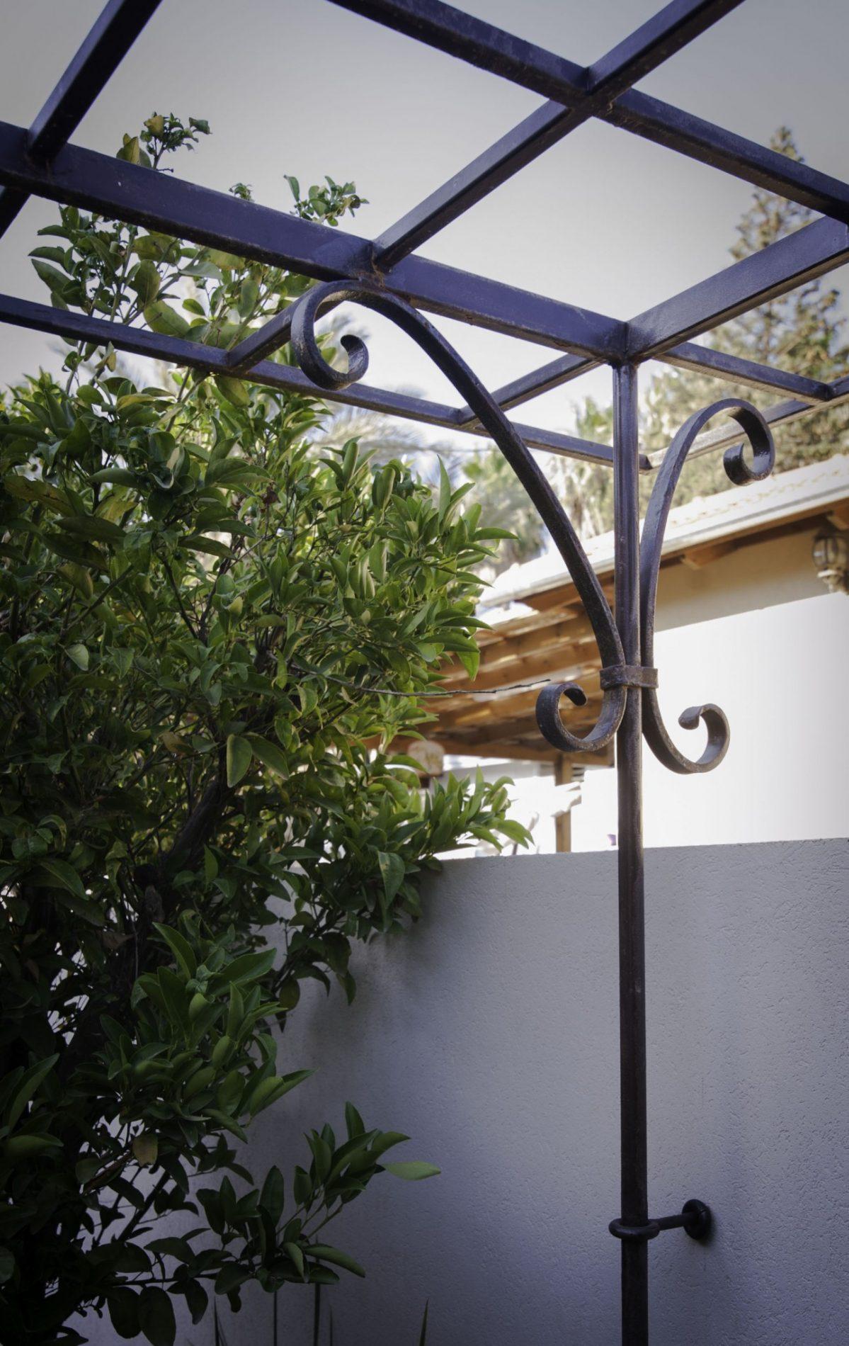 גגון הכניסה – פרט - וילה ביהוד ארטפרו