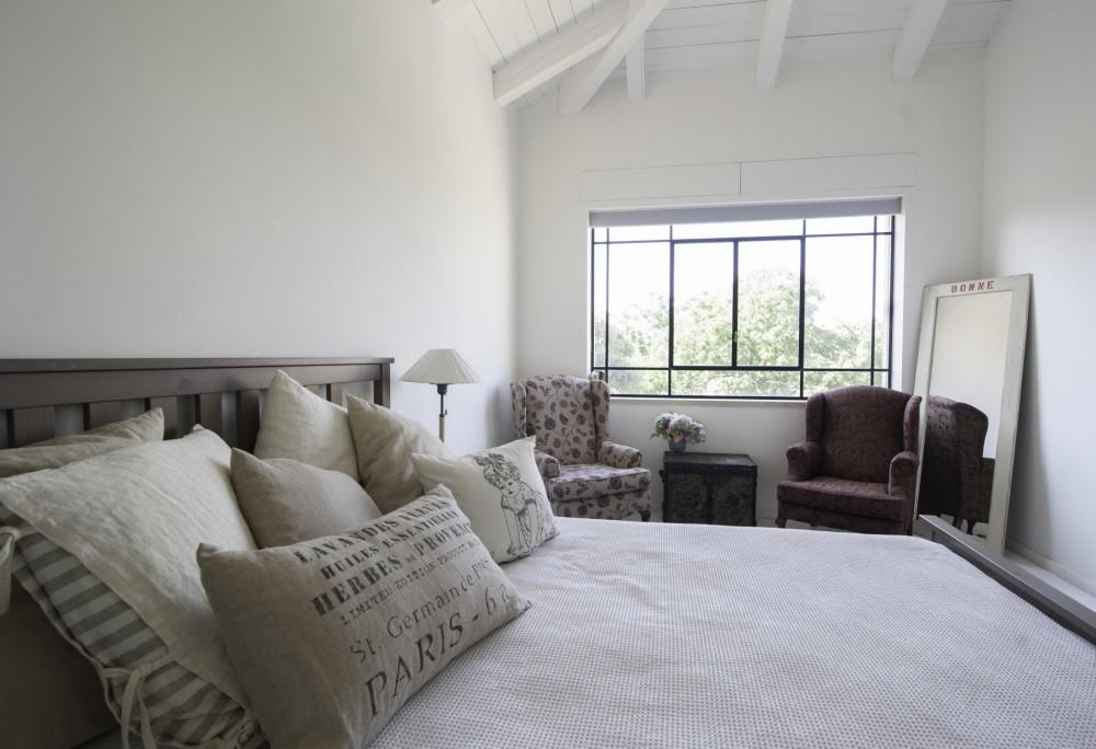 חלון פרופיל בלגי שחור בחדר השינה - בית סיגל דקל