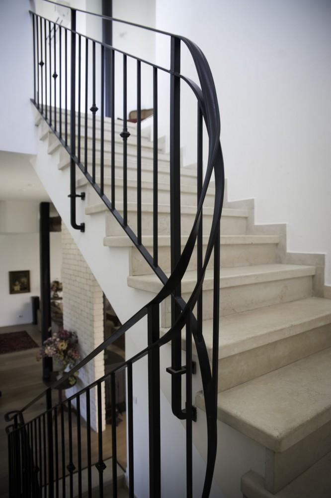 מעקה נפחות במדרגות - בית סיגל דקל
