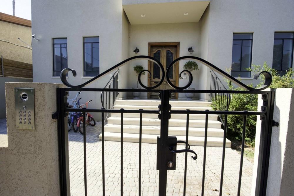 כותרת נפחות לשער כניסה - בית סיגל דקל