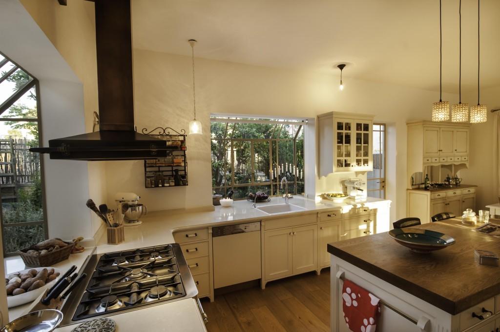 חלונות bay מפרופיל בלגי במטבח – ארטפרו בית עדי