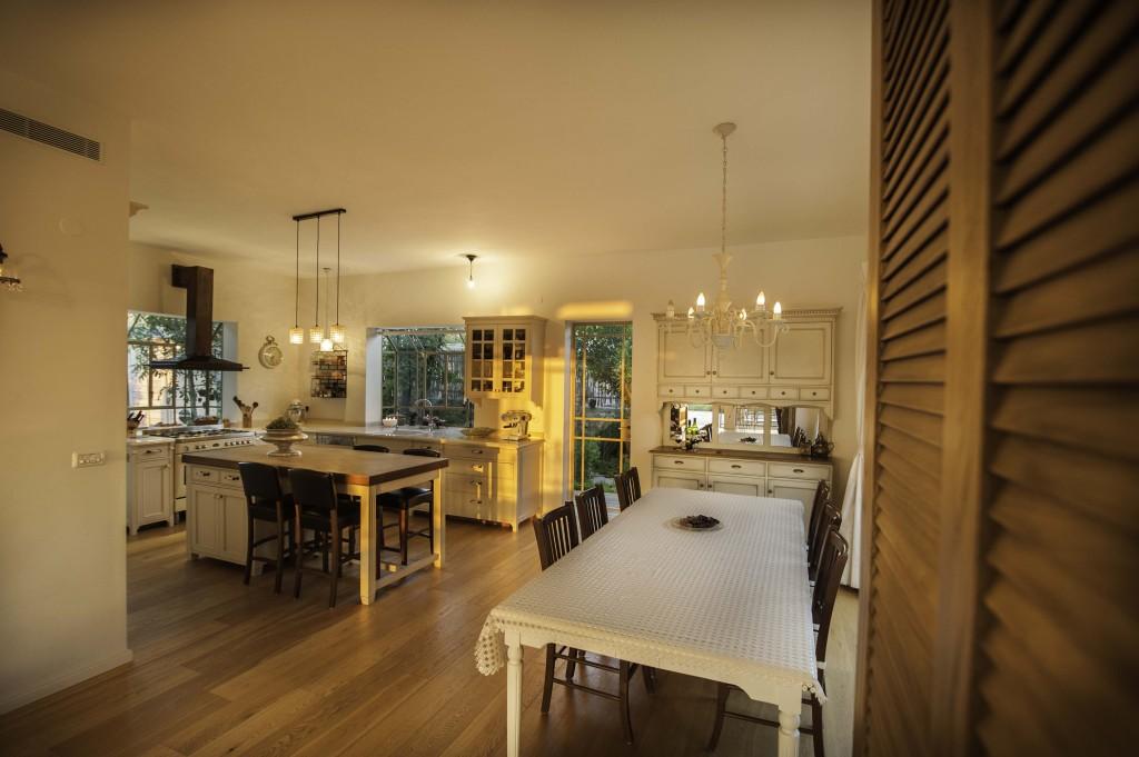 מבט אל המטבח – ארטפרו בית עדי