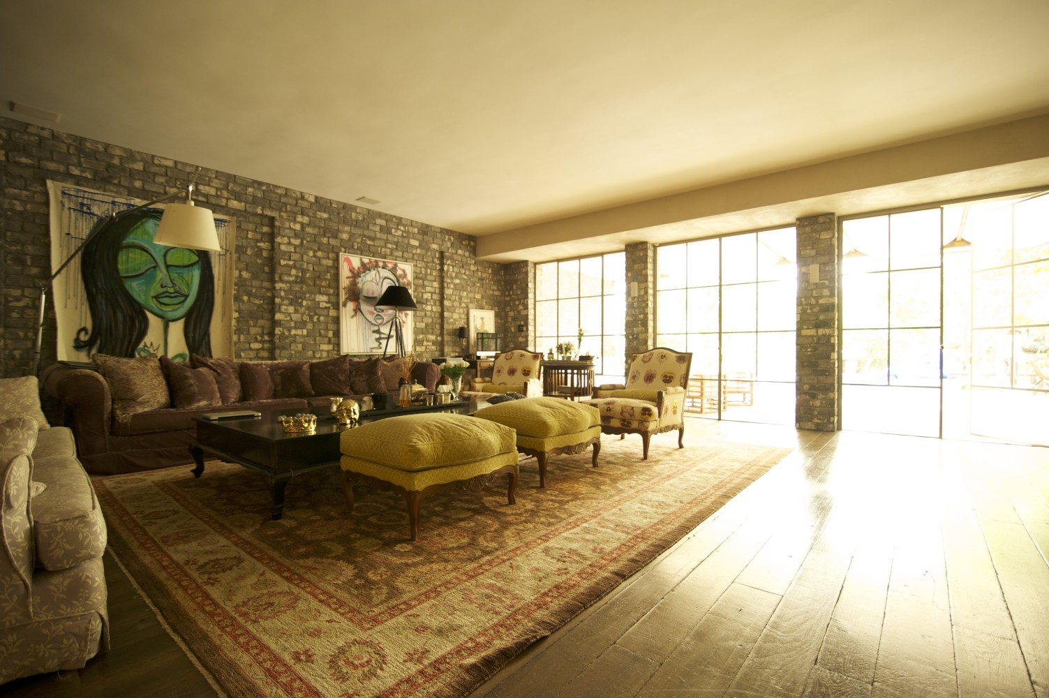 שלוש ויטרינות הסלון פרופיל בלגי משבצות גדולות – ארטפרו חלונות בלגיים בתל אביב