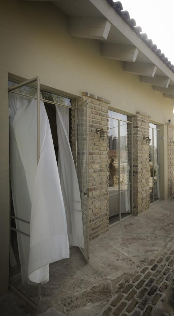 חלונות ודלתות מפרופיל בלגי ברזל – הבית הלבן ארטפרו