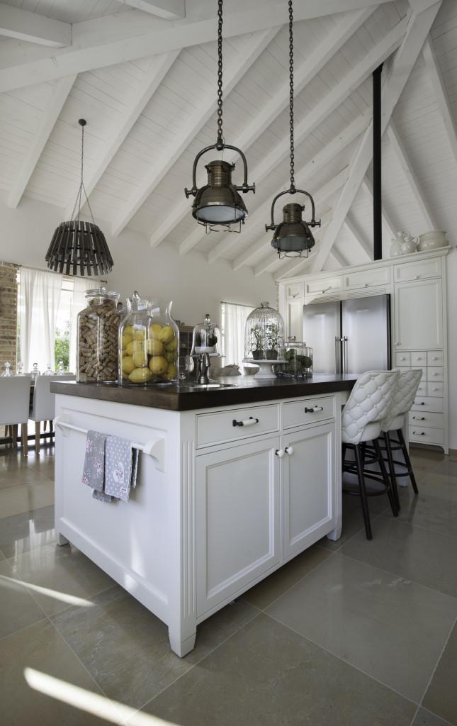 אי לבן במטבח – ״עדי וארז נגרים״ – הבית הלבן ארטפרו