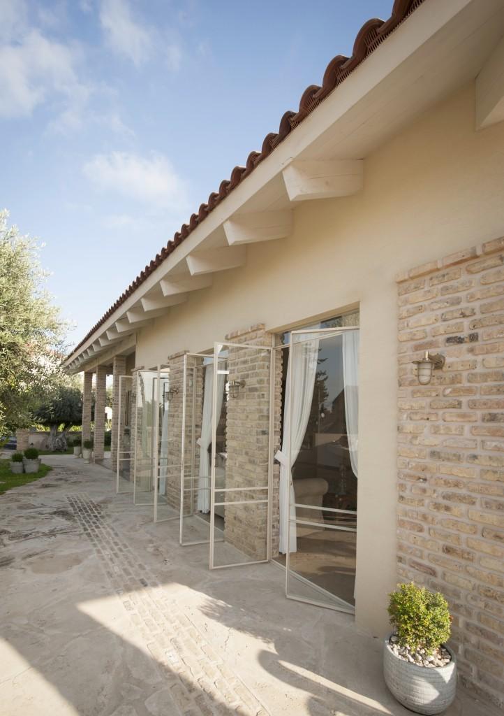 ויטרינות הסלון דלתות פרופיל בלגי, דו כנפיות, נפתחות החוצה – הבית הלבן ארטפרו