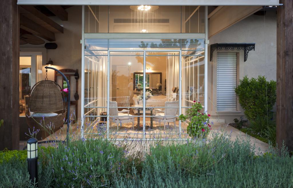 חדר שמש מבט מהגינה – פרוייקט אחוזה ביישובי גדרות - ארטפרו