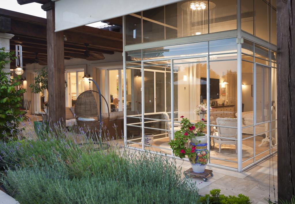 חדר שמש מבט מהגינה, זווית נוספת – פרוייקט אחוזה ביישובי גדרות - ארטפרו