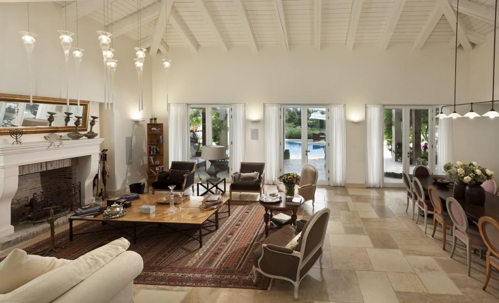 הסלון ופינת האוכל – פרוייקט אחוזה ביישובי גדרות - ארטפרו