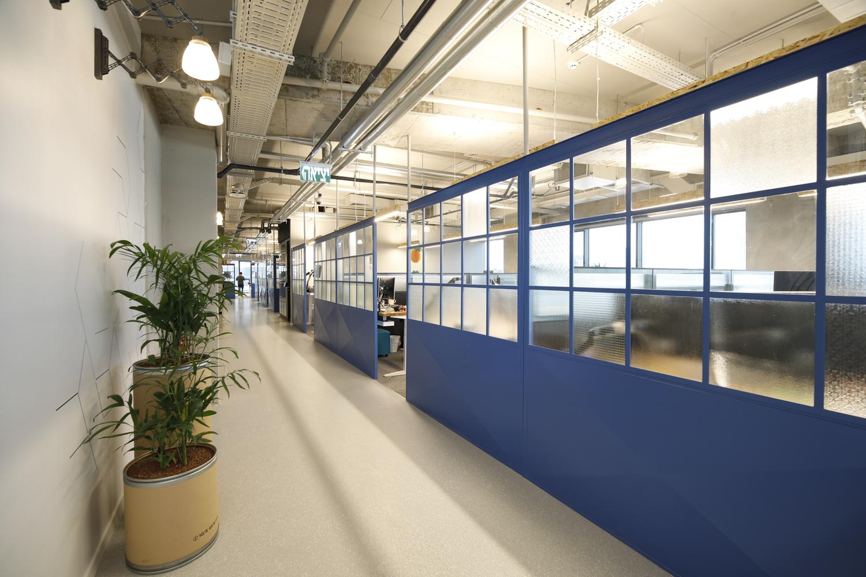 מחיצות מברזל וזכוכית במשרדי חברת פאלו אלטו