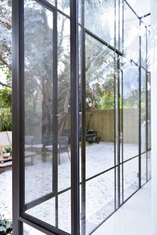 קיר מסך מפרופיל בלגי ברזל– פרוייקט ארטפרו באור יהודה