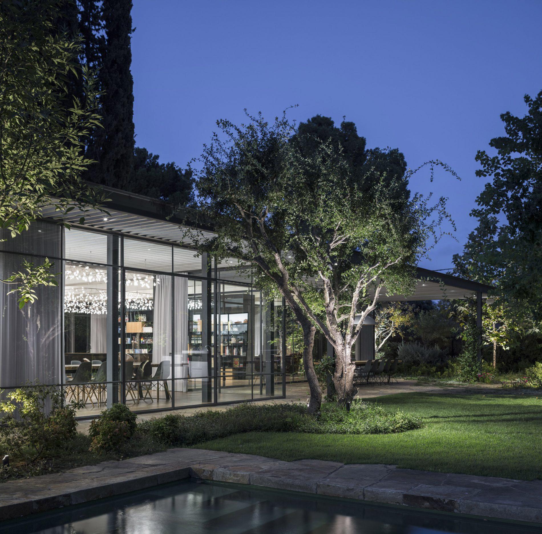הקסם של הפרופיל הבלגי מתעצם בלילה - בית הזכוכית