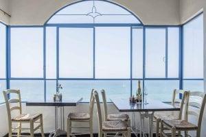 חלונות מפרופיל בלגי מברזל עם נוף לים - ארטפרו