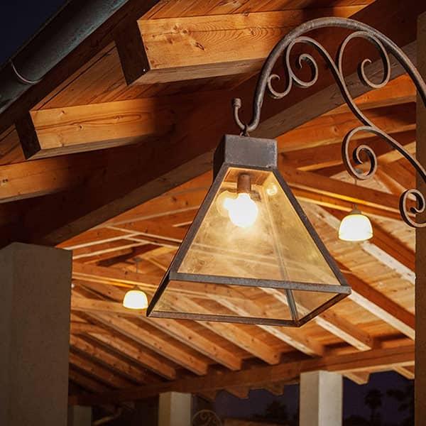 מנורות תאורת חוץ מעוצבות מברזל
