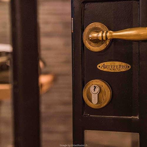 דלתות פנים מברזל