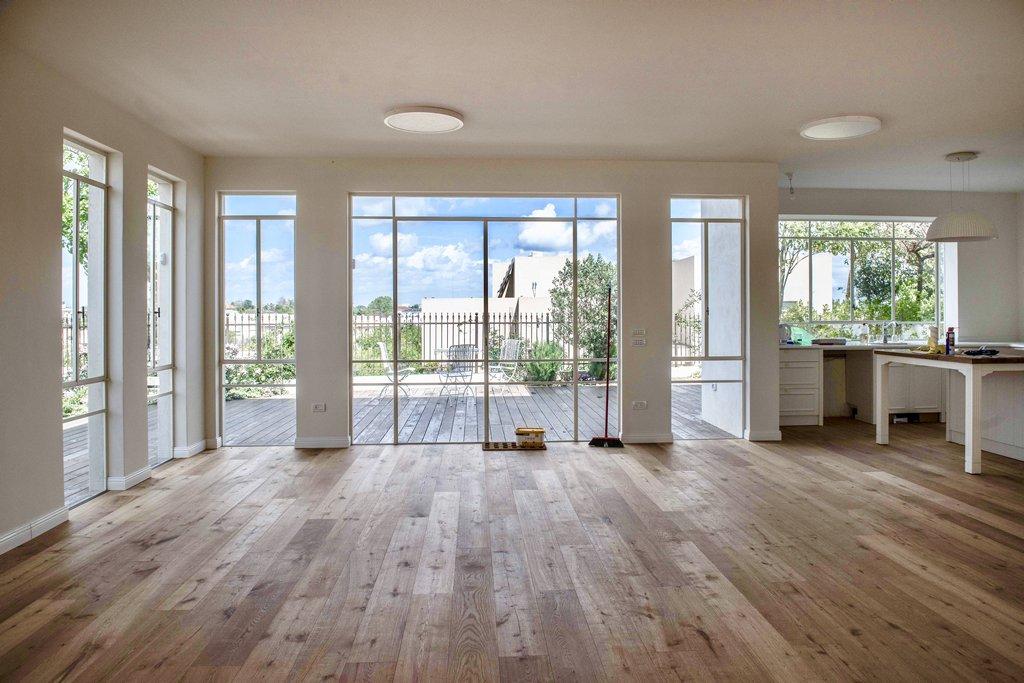 חלונות פרופיל בלגי בסלון - Arteferro