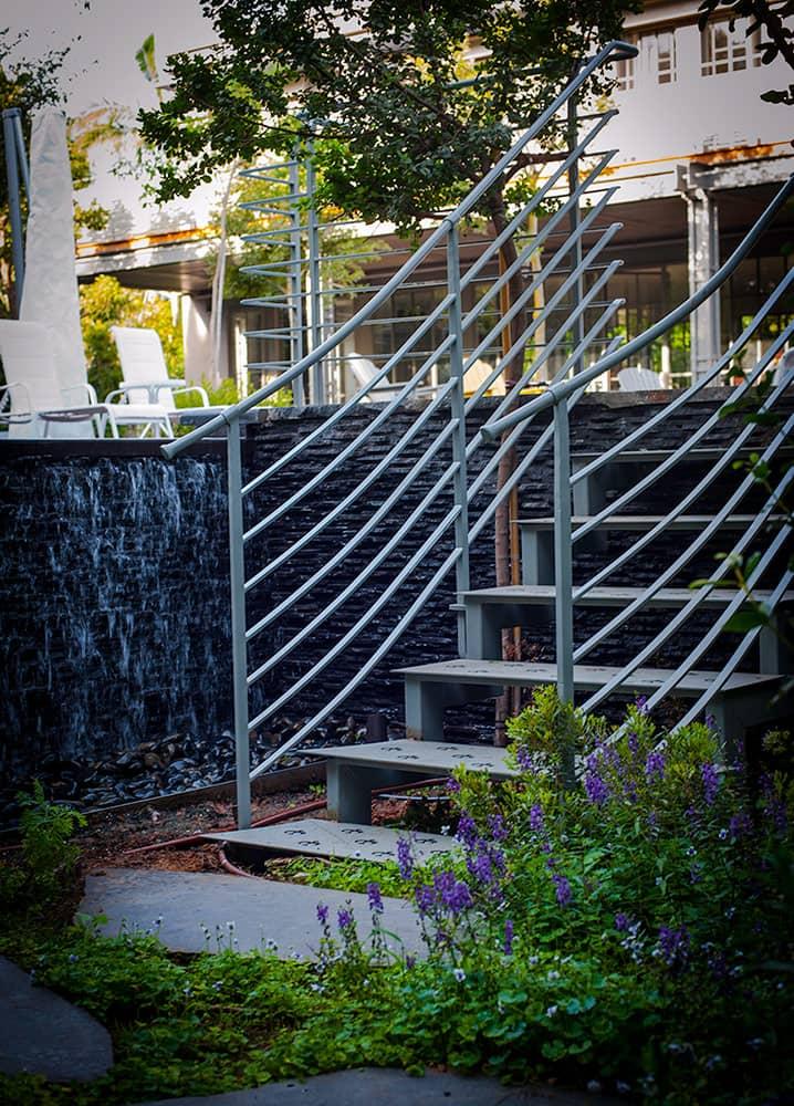 מדרגות ברזל ומעקה - ארטפרו בית בסביון