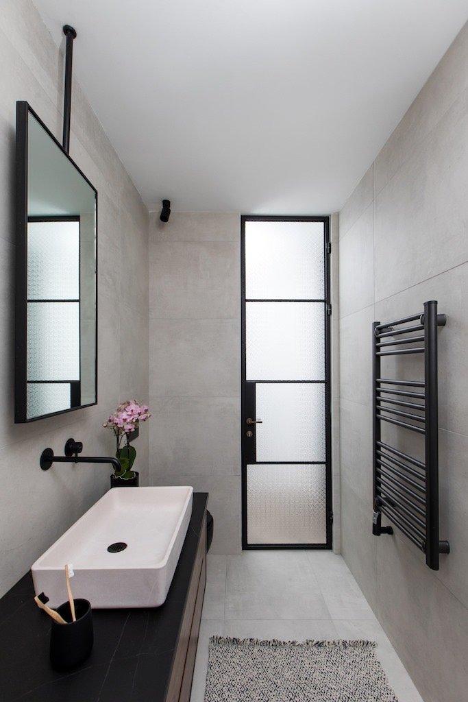 דלת מפרופיל בלגי לחדר שירותים - ארטפרו