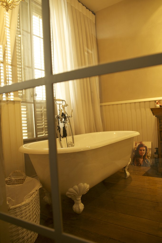 פרופיל בלגי בצבע שמנת לחדר האמבטיה - ארטפרו
