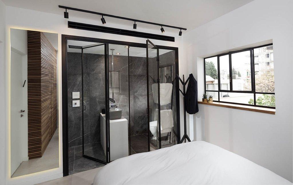 מחיצות ודלתות פנים למקלחת מפרופיל בלגי בצבע שחור - ארטפרו