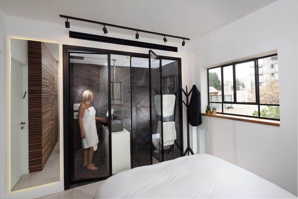 מחיצה ודלתות פנים למקלחת מפרופיל בלגי בצבע שחור - ארטפרו